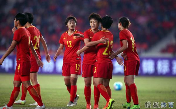 International - La CHINE enchaîne une troisième victoire, SUEDE - ANGLETERRE : 0-0, PAYS-BAS - RUSSIE : 4-0