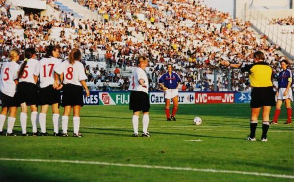 Bleues - Après 1992 et 2000, une troisième au VELODROME