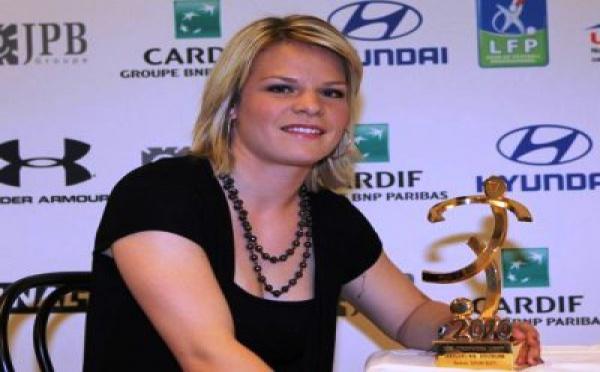 Eugénie Le Sommer reçoit le trophée UNFP