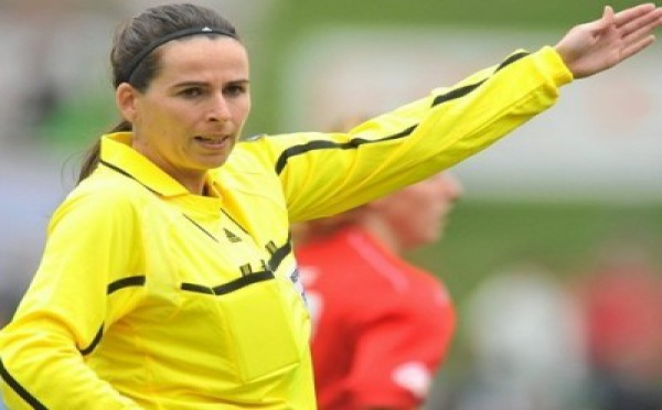 Damková arbitrera la finale féminine