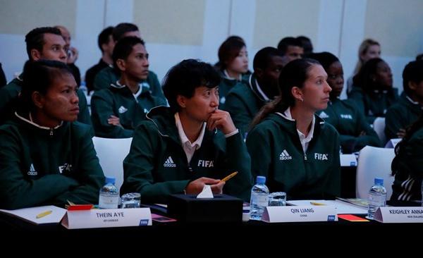 Arbitrage FIFA - Une préparation conjointe des Arbitres pour les Coupes du Monde masculine et féminine